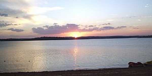 Tr�s Ranchos-GO-P�r dop Sol no Lago da Emborca��o-Foto:Sergio Bertini