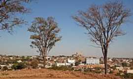 Trindade - Trindade-GO-Árvores de nome Aroeiras no Morro do Mirante-Foto:Pe. Edinisio Pereira…