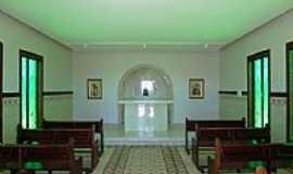 Trindade - Trindade-GO-Interior da Capela do Cruzeiro-Foto:Pe. Edinisio Pereira…