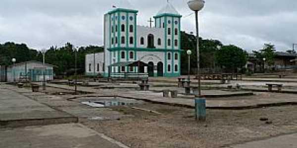 Japurá-AM-Praça e Matriz de N.Sra.Aparecida-Foto:santelli