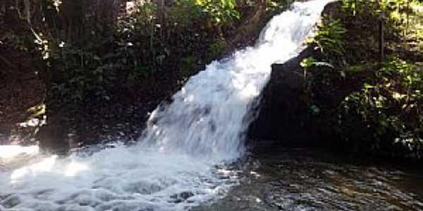 Vila Propício-GO-Pequena Cachoeira-Foto:Antonio Marcos Galvão