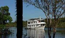 Manacapuru - Barco no Amazonas em Manacapuru-AM-Foto:thor☼odin™