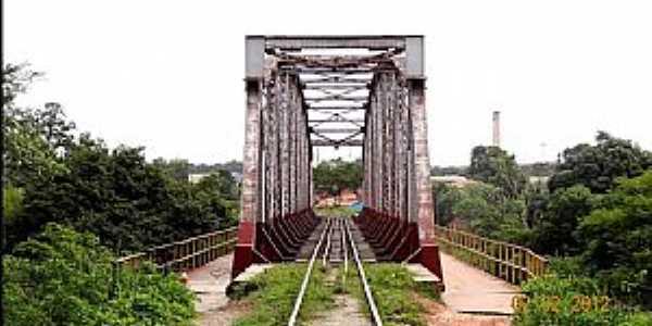 Caxias-MA-Ponte Ferrovi�ria sobre o Rio Itapecur�-Foto:Jose Wilson
