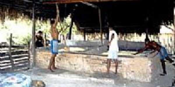 Produção Artesanal da Farinha de Mandioca Foto  Wikipédia