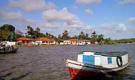 Estandarte - Estandarte-MA-Barcos às margens do povoado-Foto:Iolanda Miranda