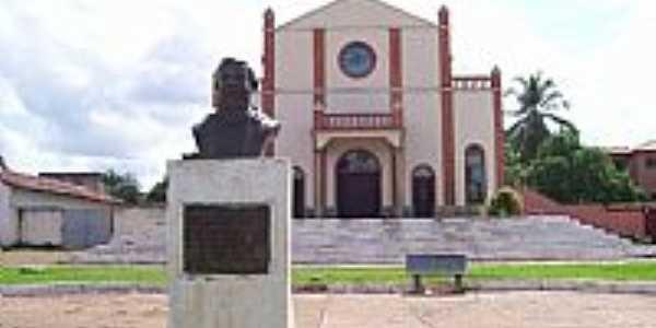 Estreito-MA-Igreja de S�o Sebasti�o e Monumento em homenagem � Frei Gil-Foto:Nando Cunha