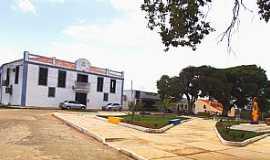 Guimarães - Guimarães-MA-Praça dos sagrados Corações: ao fundo o atual fórum; antiga casa de câmara e cadeia-Foto:Marinelton Cruz