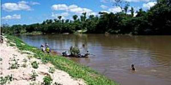 Itapecuru Mirim-MA-Canoeiros �s margens do Rio Itapecuru-Foto:hugoleo