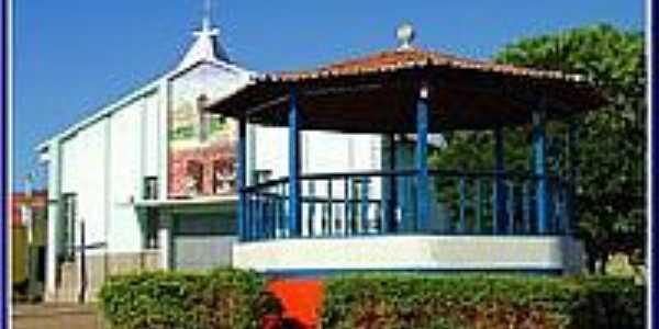 Igreja de São Bento e o Coreto em Pastos Bons-Foto:Agamenon Pedrosa