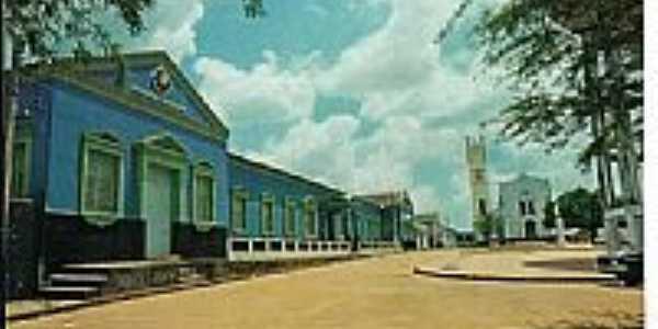 O Colégio e a Igreja na Praça São Sebastião em Presidente Dutra-MA-Foto:fguedes