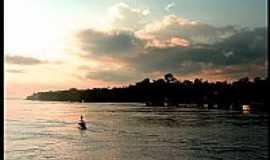 Parintins - Rio Amazonas ao anoitecer em Parintins-AM-Foto:matias Fogliacco