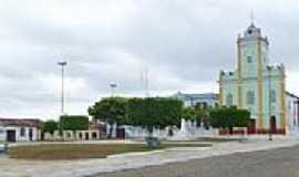 Viana - Pra�a e Igreja-Foto:Luiz Morais