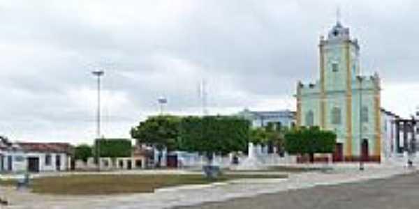 Praça e Igreja-Foto:Luiz Morais