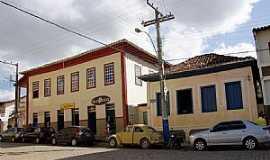 Abre Campo - Abre Campo-MG-Casarões antigos no centro-Foto:Elpídio Justino de Andrade