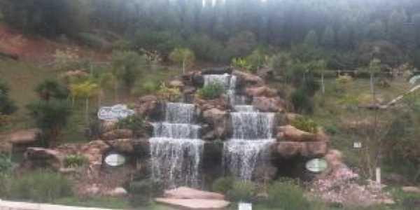 Cachoeira Memorial Cotoxés - Abre Campo-MG, Por LUCIANE SALGADO LIMA
