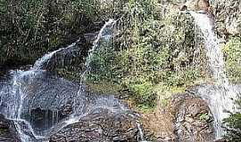 Acuruí - Acuruí-MG-Cachoeira do Baú-Foto:De Brito