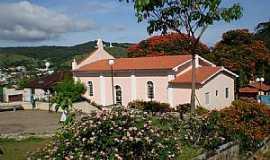 Aguanil - Aguanil-MG-Lateral e Jardim da Igreja de N.Sra.do Rosário-Foto:Antonio Carias Frascoli