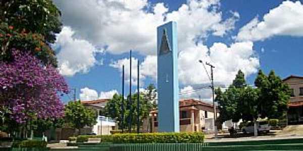 Aguanil-MG-Monumento na praça-Foto:67896436