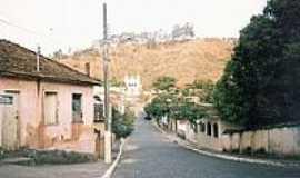 Águas Férreas - Rua em São Pedro dos Ferros-Foto:montanha