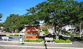 Águas Formosas - Praça foto por emilianojuarez