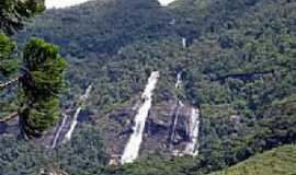 Aiuruoca - Cachoeira Tr�s Marias em Aiuruoca-Foto:Celio Ferraz