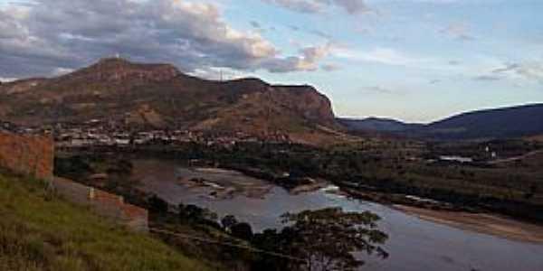 Vista do Morro do Cruzeiro. Nessa tomada temos o Rio Jequitinhonha