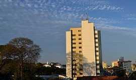 Araguari - Araguari-MG-Centro da cidade-Foto:Parruco
