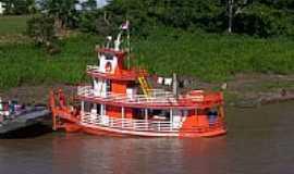 Tabatinga - Barco de passageiro e carga em Tabatinga-AM-Foto:Diana G�mez