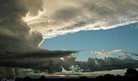 Araporã - Pôr do Sol em Araporã-Foto:ecedric