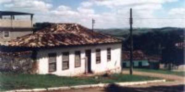 Antiga casa -  Por José Antônio de Ávila Sacramento