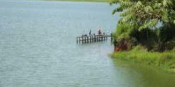 tablado de pesca no lago de Furnas, Por claudio miguel