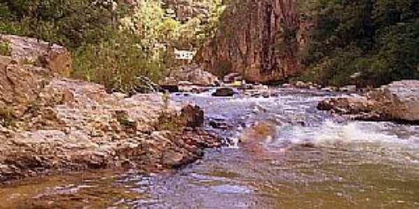 Argenita-MG-Cachoeira de Argenita-Foto:br.geoview.info