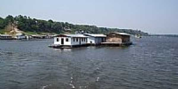 Casas flutuantes em Tapau�-AM-Foto:Lor�nd Jel�nyi