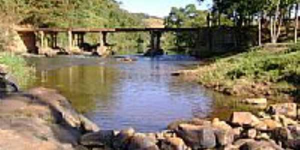 Ponte sobre o Rio Itamaramdiba-Foto:Gildazio Fernandes [Panoramio]