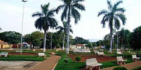 Praça da Prefeitura de Arinos - MG Foto leonevaladares
