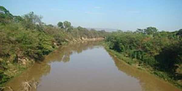 Vista da ponte do rio urucuia - Arinos mg - Foto leonevaladares