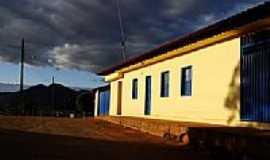 Astolfo Dutra - Casa amarela no alto do Calibó-Foto:fabianopais