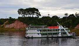 Tefé - Tefé-AM-Embarcação no Lago Tefé-Foto:Cezar Mario Rech