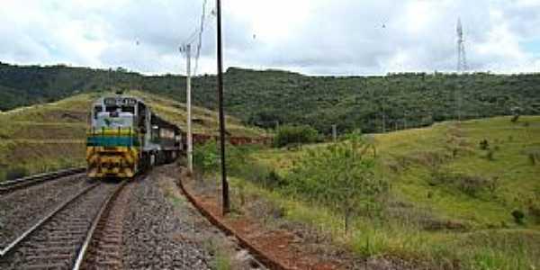 Barão de Cocais-MG-Trem de carga da Vale-Foto:Jairo Nunes Ferreira