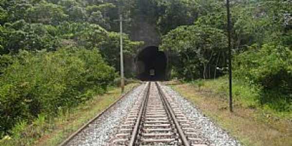 Bar�o de Cocais-MG-T�nel da Ferrovia da Vale-Foto:Jairo Nunes Ferreira