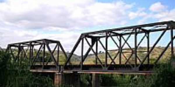 Barra do Cuiet�-MG-Ponte Ferrovi�ria-Foto:priscillalinda