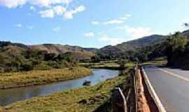 Barra Longa - Estrada para Barra Longa margeando o Rio Gualaxo do Sul-MG-Foto:Milton Brigolini Nem…