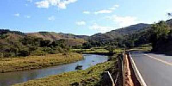Estrada para Barra Longa margeando o Rio Gualaxo do Sul-MG-Foto:Milton Brigolini Nem…
