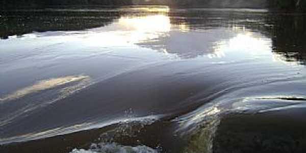 Rio Doce região da Cachoeira Escura, Belo Oriente  - por Gustavo Sturzenecker Moreira