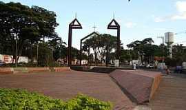 Betim - Memorial à Igreja Matriz de N. Sra do Carmo na Praça Milton Campos.