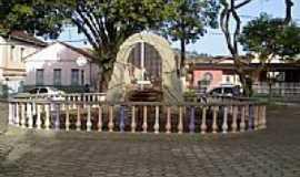Bicas - Gruta de N.Sra.de Lourdes em Bicas-Foto:Raymundo P Netto