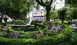 Bicas - Praça do Relógio com Igreja de São José ao fundo em Bicas-Foto:jorge adalberto roch…