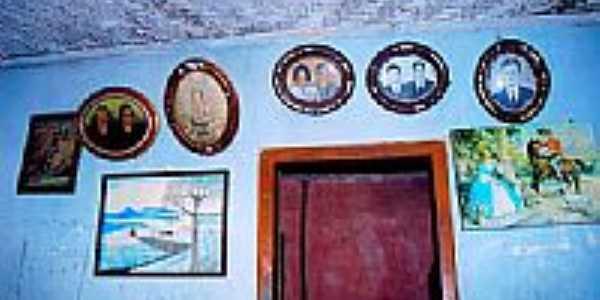 Fotos antigas em uma casa em Bituri-Foto:leodmorays