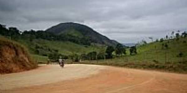 Boa União de Itabirinha-MG-Estrada de terra e montanhas da região-Foto:RUBINHO BARROSO