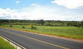 Bonito de Minas - Bonito de Minas-MG-Rodovia chegando na cidade-Foto:Denes Melo